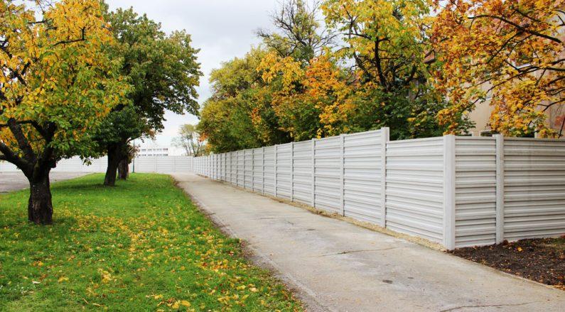 Betónové ploty TR beton nerušia prírodné prostredie a dokážu vytvárať zaujímavé efekty