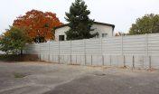 Oplotenie so zvýšeným betónovým základom