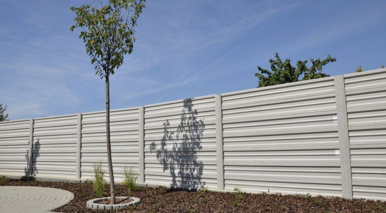 Vzhľad betónového plota TR beton nijako nenarúša ani súkromné prostredie a vie vytvoriť základ pre ďalšiu realizáciu estetického okolia
