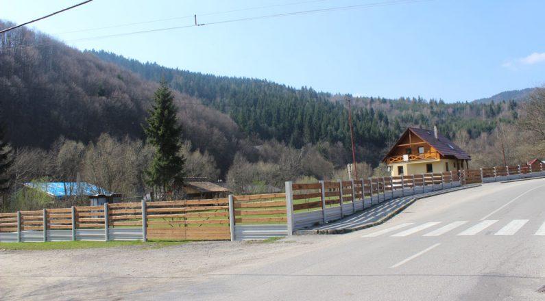 Kombinácia betónového plota TR beton v súlade s prírodou