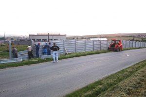 Osádzanie bariérových dosiek do stĺpikov