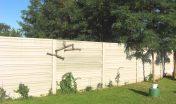 Aj betónový plot vie tvoriť súčasť príjemného prostredia